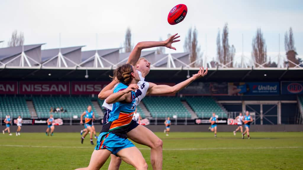 Vic Country's Cameron Wild in pole position for a mark against the Allies. Picture: Solstice Digital - AFL,Draft,Tag-Draft,Under-18s