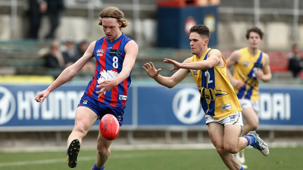 Noah Anderson (l) in action for the Oakleigh Chargers against the Western Jets - AFL,Under-18s