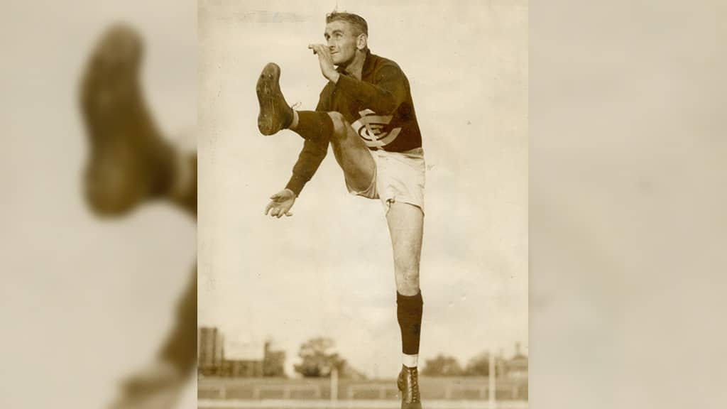 Harry 'Soapy' Vallence in full flight. - Carlton,Carlton Blues,AFL Players' Top 50