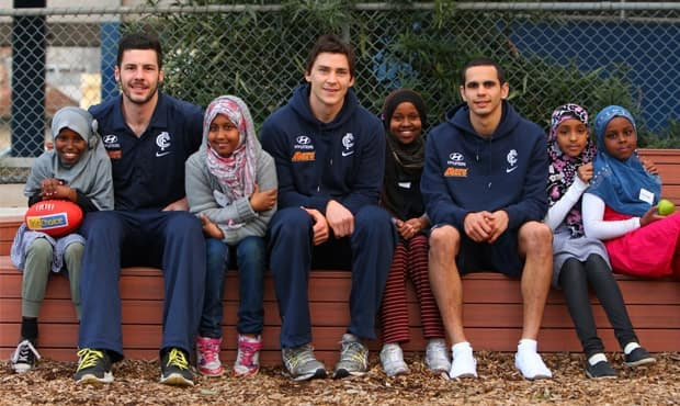 Simon White, Nick Duigan and Jeff Garlett with participants of Carlton's Nick Duigan High Rise Program. (PHOTO: carltonfc.com.au)