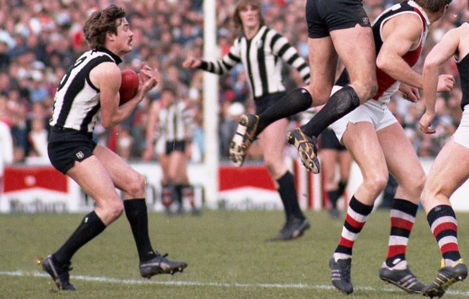 Rod Oborne takes a mark during a match against St Kilda - Collingwood Magpies