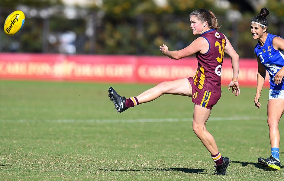 Leah Mascall in action for Subiaco (Photo by Gary Day). - Fremantle,Fremantle Dockers,AFLW