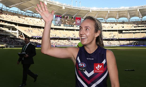 AFLW: Fremantle and Collingwood record historic attendance in Perth