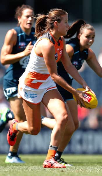 Nicola Barr runs away from the Blues in round 2, 2017. - GWS Giants,AFLW,Drummoyne Oval,Carlton Blues
