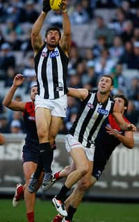 Quinten Lynch takes a strong grab during Collingwood's big win