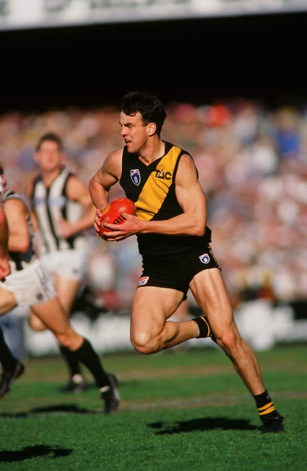 Scott Turner of the Tigers runs the ball forward during the 1995 round 21 AFL match between the Richmond Tigers and the Collingwood Magpies at the Melbourne Cricket Ground.