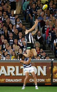Jamie Elliott hauls in a mark-of-the-year contender over Jimmy Bartel on Saturday night