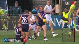 Mundy punishes dirty Dogs