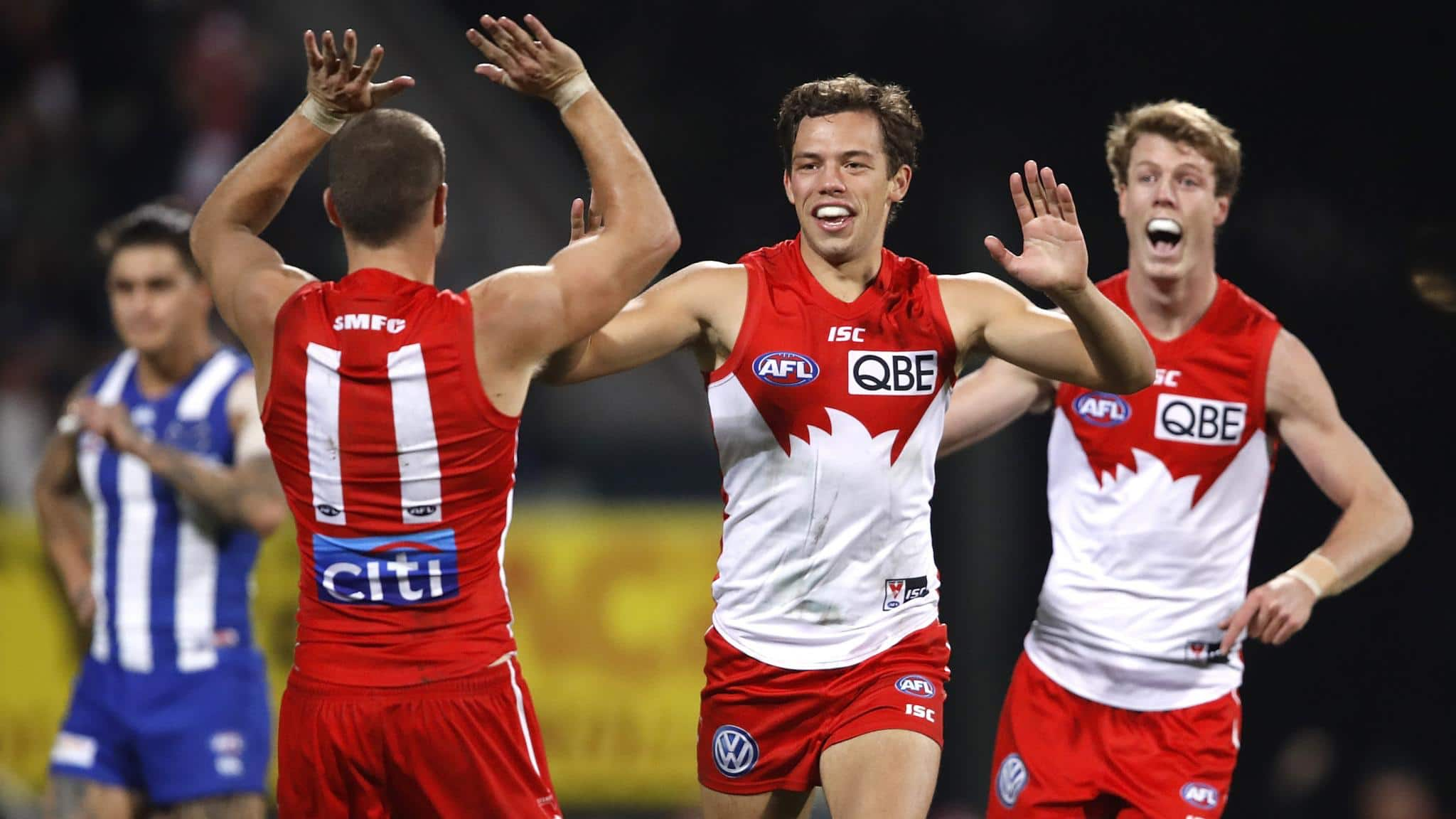 Swans get home despite massive scare from Kangaroos