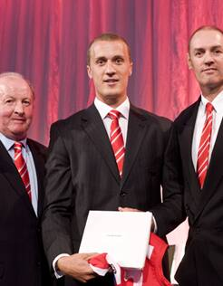 Ted Richards receives his 2012 guernsey from Peter Bedford and Mark Bayes