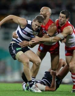 Jarrad McVeigh and Marty Mattner try to stop Joel Selwood at the SCG in round 4