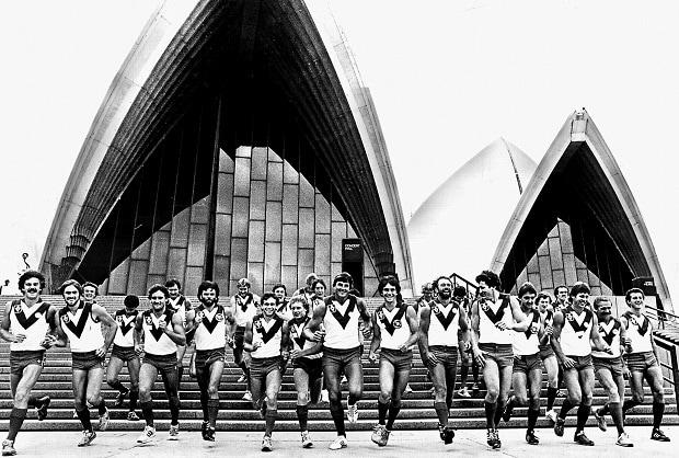 Opera House_swans.jpg