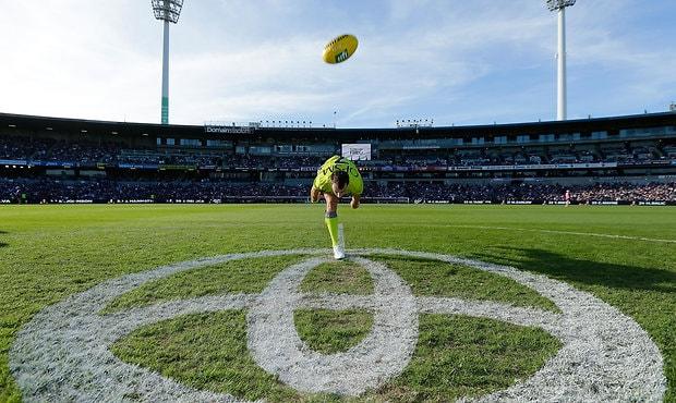 AFL 2016 Rd 02 - Fremantle v Gold Coast