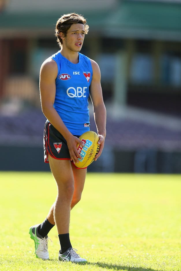 SYDNEY, AUSTRALIA - MAY 10:  Oliver Florent of the Swans prepares to kick during a Sydney Swans AFL training session at Sydney Cricket Ground on May 10, 2017 in Sydney, Australia.  (Photo by Jason McCawley/AFL Photos/Getty Images)
