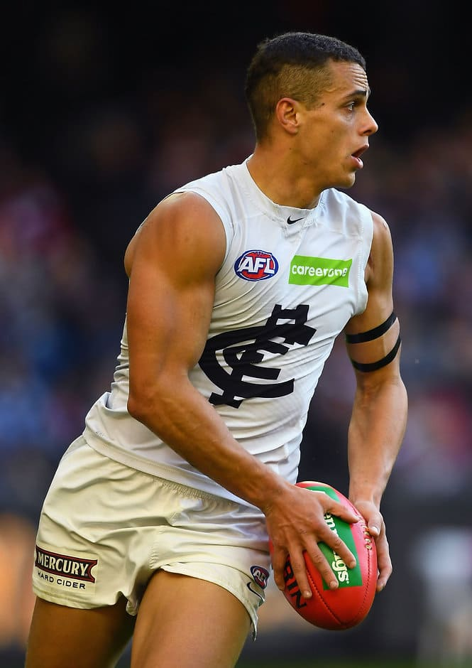 MELBOURNE, AUSTRALIA - MAY 13:  Ed Curnow of the Blues kicks during the round eight AFL match between the St Kilda Saints and the Carlton Blues at Etihad Stadium on May 13, 2017 in Melbourne, Australia.  (Photo by Quinn Rooney/Getty Images/AFL Media)