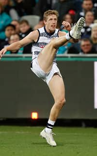 GEELONG, AUSTRALIA - MAY 25: Scott Selwood of the Cats kicks the ball during the 2017 AFL round 10 match between the Geelong Cats and Port Adelaide Power at Simonds Stadium on May 25, 2017 in Geelong, Australia. (Photo by Adam Trafford/AFL Media)