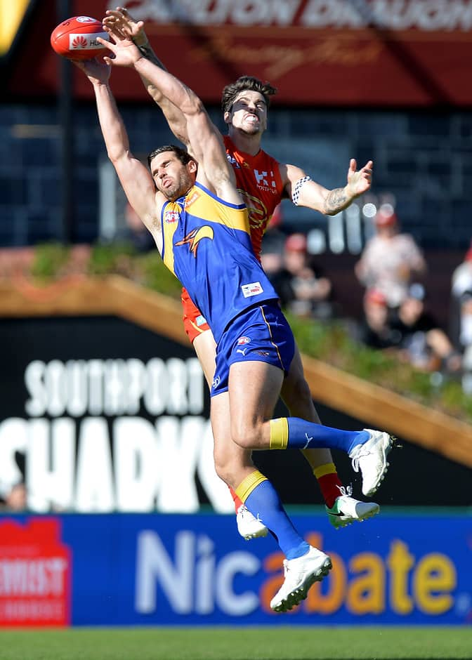 GOLD COAST, AUSTRALIA - JUNE 03:  Suns player Alex Sexton and West Coast Eagles player Jack Darling challenge for the ball during the round 11 AFL match between the Gold Coast Suns and the West Coast Eagles at Metricon Stadium on June 3, 2017 in Gold Coast, Australia.  (Photo by Bradley Kanaris/Getty Images/AFL Media)