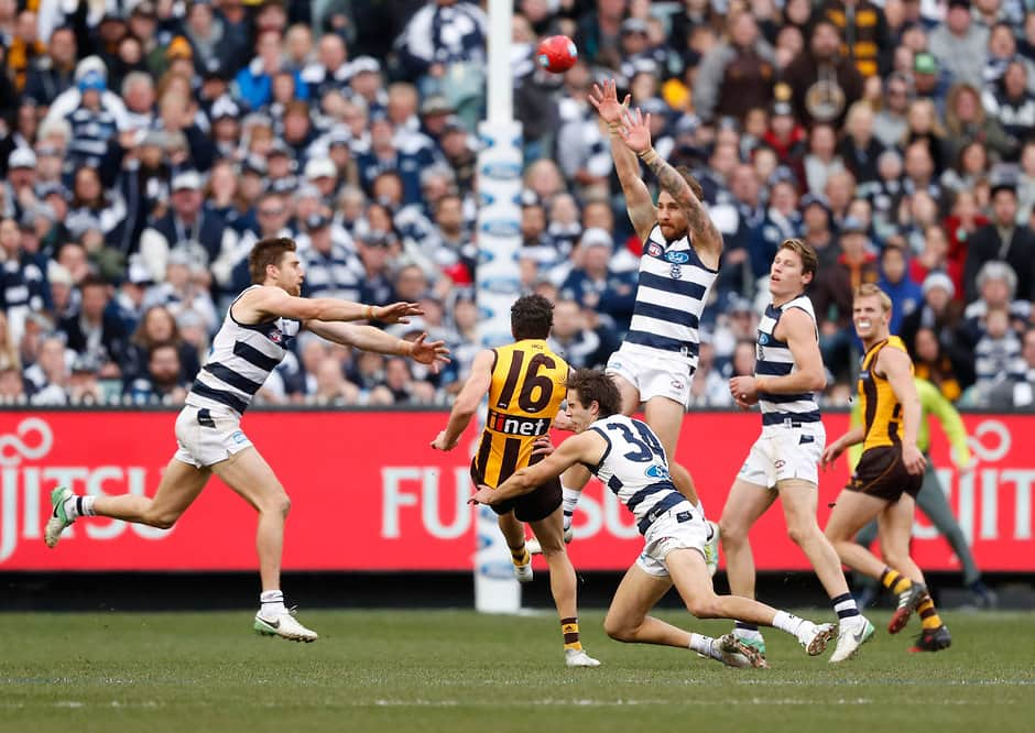 MELBOURNE, AUSTRALIA - JULY 15: Isaac Smith of the Hawks misses a shot on goal to win the game with 5 seconds on the clock during the 2017 AFL round 17 match between the Geelong Cats and the Hawthorn Hawks at the Melbourne Cricket Ground on July 15, 2017 in Melbourne, Australia. (Photo by Adam Trafford/AFL Media)