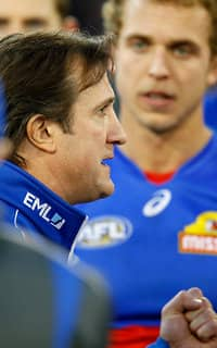 MELBOURNE, AUSTRALIA - JULY 16: Luke Beveridge , Senior Coach of the Bulldogs speaks with his players during the 2017 AFL round 17 match between the Carlton Blues and the Western Bulldogs at the Melbourne Cricket Ground on July 16, 2017 in Melbourne, Australia. (Photo by Darrian Traynor/AFL Media)