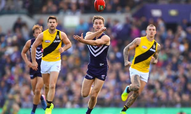 PERTH, AUSTRALIA - AUGUST 20: Hayden Crozier of the Dockers handpasses the ball during the 2017 AFL round 22 match between the Fremantle Dockers and the Richmond Tigers at Domain Stadium on August 20, 2017 in Perth, Australia. (Photo by Daniel Carson/AFL Media) - Western Bulldogs,Hayden Crozier