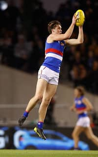 MELBOURNE, AUSTRALIA - AUGUST 25: Bailey Williams of the Bulldogs marks the ball during the 2017 AFL round 23 match between the Hawthorn Hawks and the Western Bulldogs at Etihad Stadium on August 25, 2017 in Melbourne, Australia. (Photo by Michael Willson/AFL Media) - Western Bulldogs,Bailey Williams