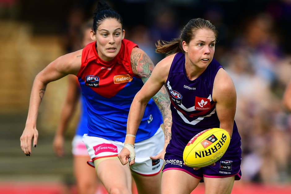 FREMANTLE, AUSTRALIA - FEBRUARY 18: Leah Mascall of the Dockers handpasses the ball during the 2018 AFLW Round 03 match between the Fremantle Dockers and Melbourne Demons at Fremantle Oval on February 18, 2018 in Fremantle, Australia. (Photo by Daniel Carson/AFL Media)