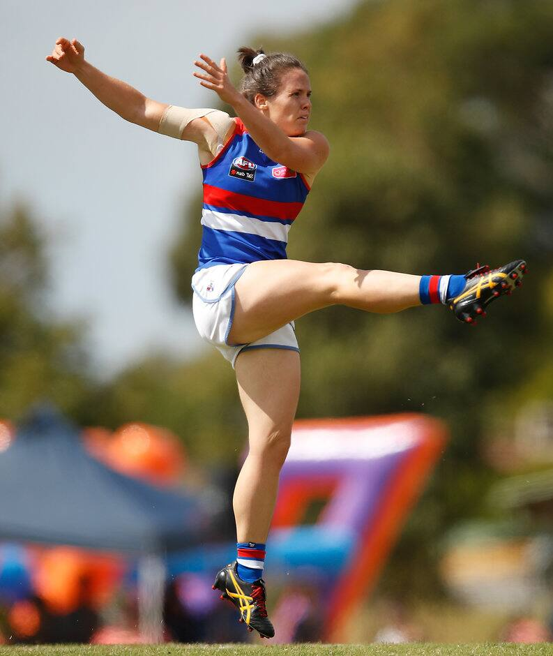 Emma Kearney currently sits in fourth in the AFL Coaches Association AFLW Champion Player of the Year award. (Photo: AFL Media) - Western Bulldogs,AFLW,Emma Kearney