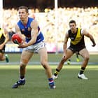 MELBOURNE, AUSTRALIA - AUGUST 25: Dale Morris of the Bulldogs handpasses the ball during the 2018 AFL round 23 match between the Richmond Tigers and the Western Bulldogs at the Melbourne Cricket Ground on August 25, 2018 in Melbourne, Australia. (Photo by Adam Trafford/AFL Media)