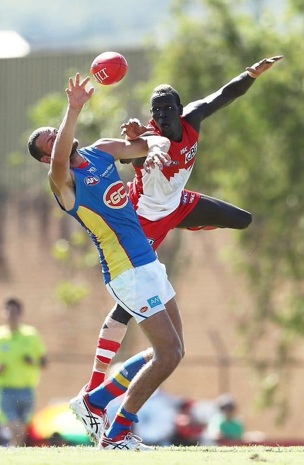 LISMORE, AUSTRALIA - MARCH 10: Jarrod Witts of the Suns is challenged by Aliir Aliir of the Swans during the 2019 JLT Community Series AFL match between the Sydney Swans and the Gold Coast Suns at Oakes Oval on March 10, 2019 in Lismore, Australia. (Photo by Matt King/Getty Images)