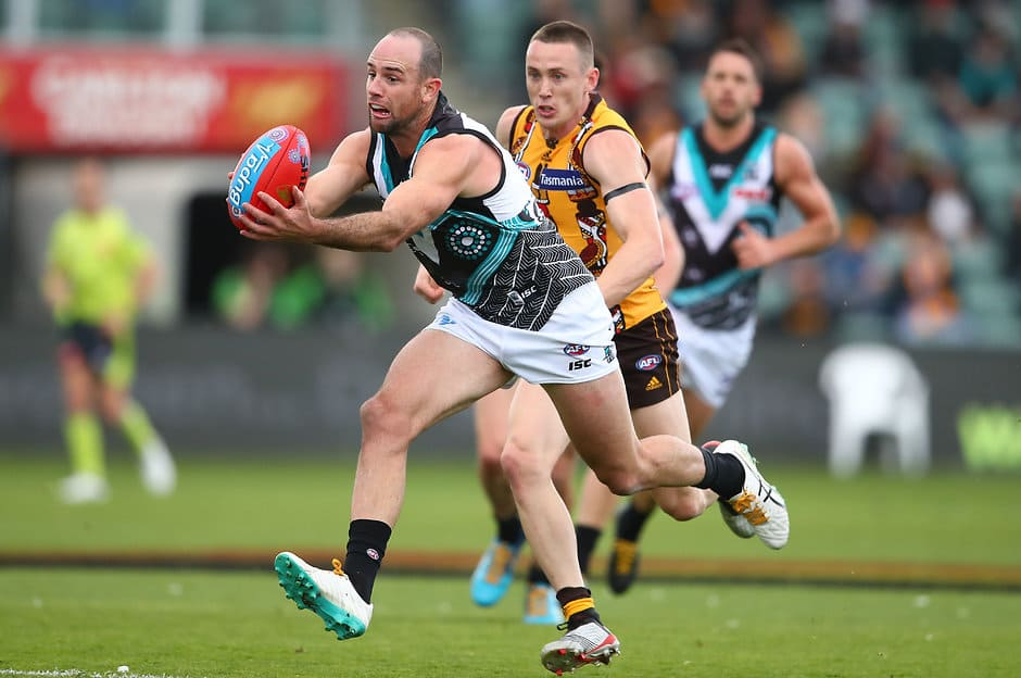 LAUNCESTON, AUSTRALIA - MAY 25: Matthew Broadbent of the Power runs with the ball during the round 10 AFL match between the Hawthorn Hawks and the Port Adelaide Power at University of Tasmania Stadium on May 25, 2019 in Launceston, Australia. (Photo by Scott Barbour/Getty Images)