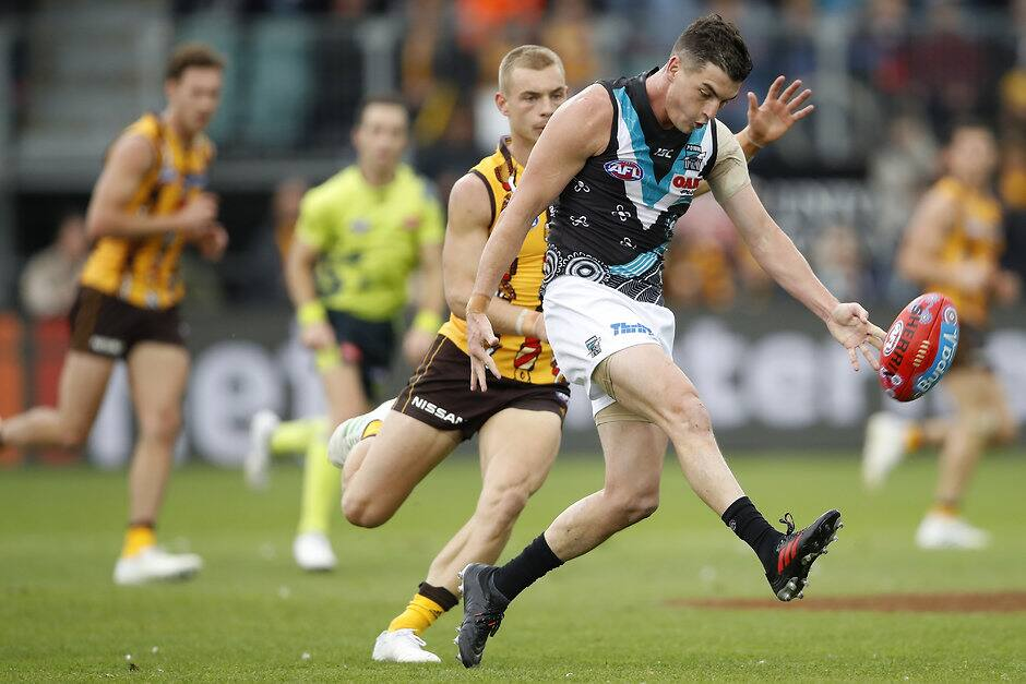 LAUNCESTON, AUSTRALIA - MAY 25: Tom Rockliff of the Power kicks the ball during the 2019 AFL round 10 match between the Hawthorn Hawks and the Port Adelaide Power at UTAS Stadium on May 25, 2019 in Launceston, Australia. (Photo by Dylan Burns/AFL Photos)